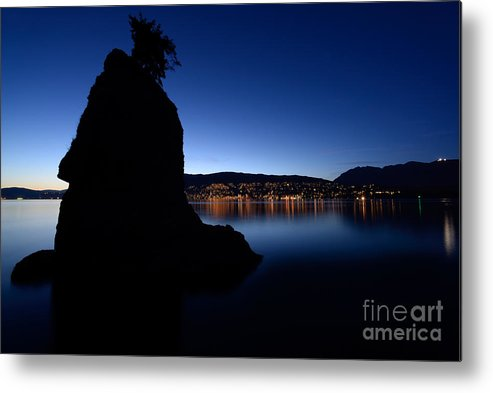 Terry Elniski Photography Metal Print featuring the photograph Siwash Rock At Dusk by Terry Elniski