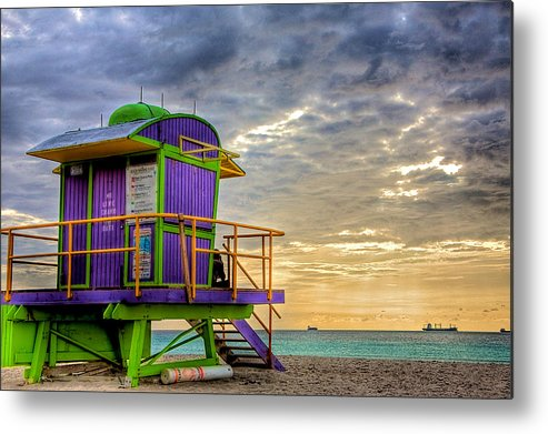Lifeguard Stand Metal Print featuring the photograph South Beach Dawn by William Wetmore