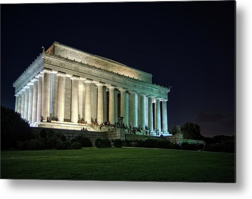 Lincoln Memorial Metal Print featuring the photograph The Lincoln Memorial At Night by Greg Mimbs