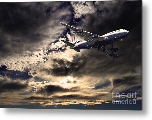Transportation Metal Print featuring the photograph United Airlines . Flying The Friendly Skies by Wingsdomain Art and Photography