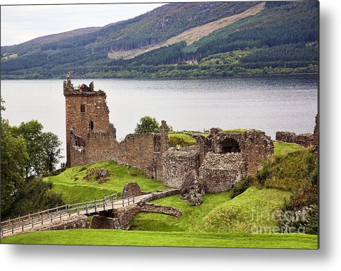 Urquhart Castle Metal Print featuring the photograph Urquhart Castle I by Chuck Kuhn