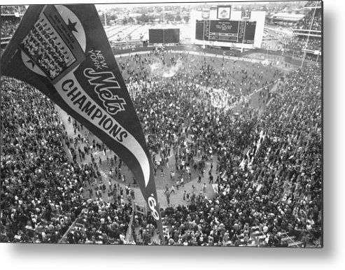 American League Baseball Metal Print featuring the photograph New York Mets Defeat The Baltimore by New York Daily News Archive