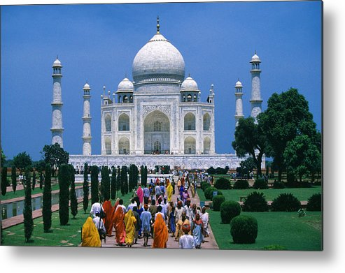 People In Front Of The Taj Mahal In The Metal Print By Per Andre