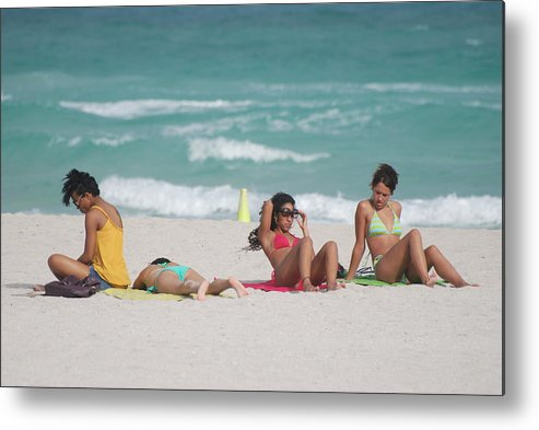 Sea Scape Metal Print featuring the photograph 3 Up 1 Down At The Beach by Rob Hans