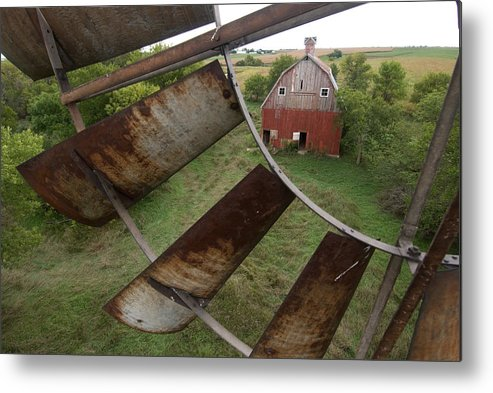 Photography Metal Print featuring the photograph A Turn-of-the-century Peg Barn As Seen by Joel Sartore