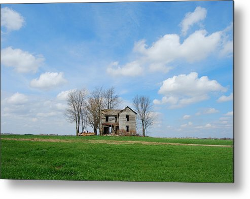 Illinois Metal Print featuring the photograph Farmstead by Harold Clayberg