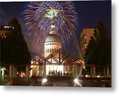 Saint Louis Metal Print featuring the glass art Fireworks At The Arch 1 by Marty Koch