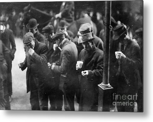 1915 Metal Print featuring the photograph New York: Bread Line, 1915 by Granger