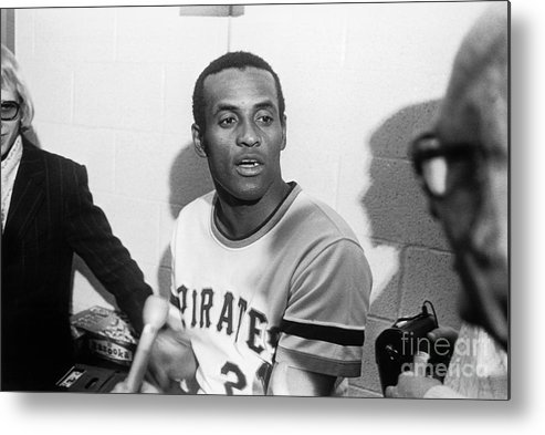 People Metal Print featuring the photograph Roberto Clemente by Morris Berman