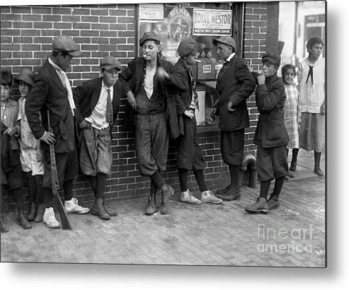 1916 Metal Print featuring the photograph Massachusetts: Gang, C1916 by Granger