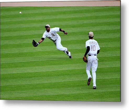 Alejandro De Aza Metal Print featuring the photograph Cleveland Indians V Chicago White Sox by David Banks