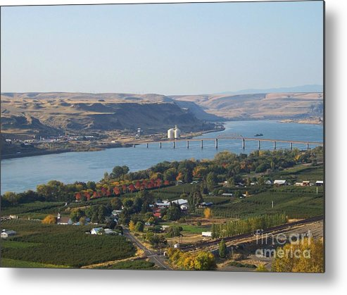 Maryhill Metal Print featuring the photograph Village Of Maryhill by Charles Robinson