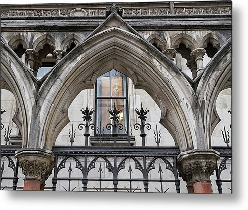 London Metal Print featuring the photograph Arches In Front Of The Courts by Shirley Mitchell