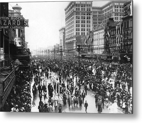 1900 Metal Print featuring the photograph Canal Street In New Orleans by Underwood Archives