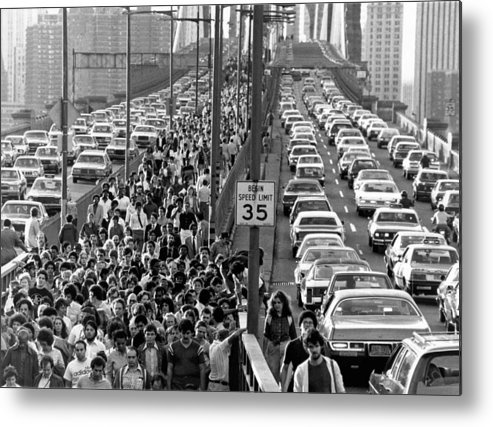 1978 Metal Print featuring the photograph Blackout Jams Brooklyn Bridge by Underwood Archives