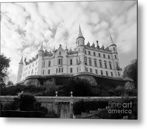 Metal Print featuring the photograph Dunrobin Castle by Sharron Cuthbertson