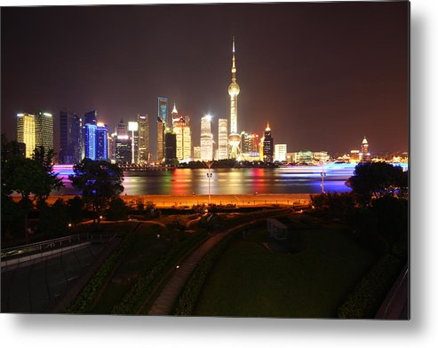 Tranquility Metal Print featuring the photograph The Bund Img_2968 by Xiaozhu Yuan