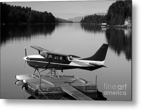Float Plane Metal Print featuring the photograph Getting Away by David Lee Thompson