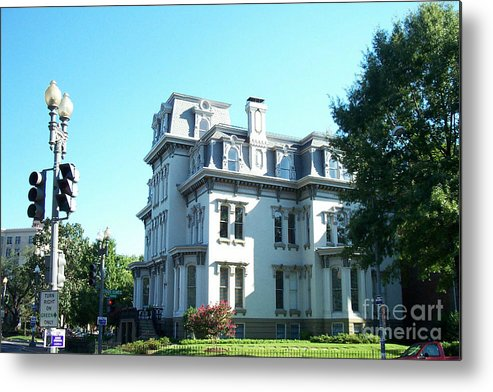 Houses Metal Print featuring the photograph The White House by Walter Neal