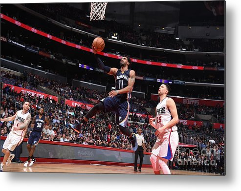 Nba Pro Basketball Metal Print featuring the photograph Memphis Grizzlies V Los Angeles Clippers by Andrew D. Bernstein