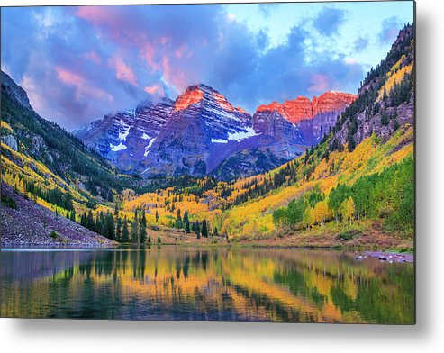 Scenics Metal Print featuring the photograph Autumn Colors At Maroon Bells And Lake by Dszc