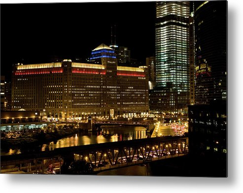 Chicago River Metal Print featuring the photograph Chicago Merchandise Mart by Helpinghandphotos