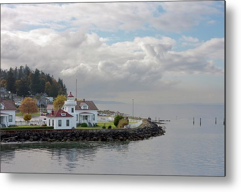 Water's Edge Metal Print featuring the photograph Mukilteo Lighthouse On Puget Sound by Stevedf
