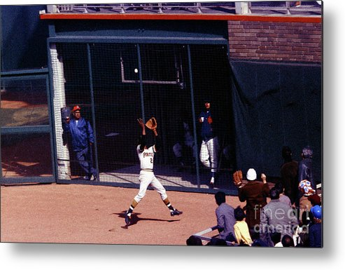 Catching Metal Print featuring the photograph Roberto Clemente by Louis Requena