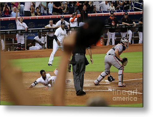 People Metal Print featuring the photograph Dee Gordon and Andrew Susac by Mike Ehrmann