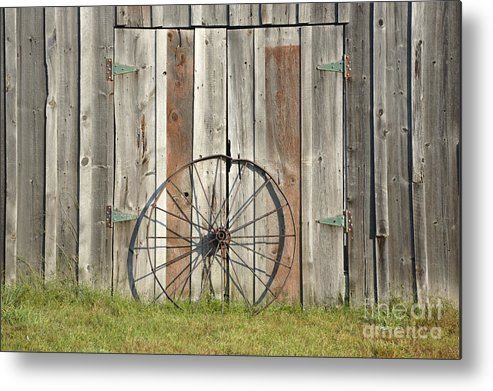 Wagon Metal Print featuring the photograph Wagon Wheel - Londonderry New Hampshire by Erin Paul Donovan