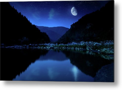 Water's Edge Metal Print featuring the photograph Rising Moon Over Lake by Da-kuk