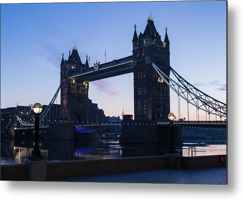 English Culture Metal Print featuring the photograph Tower Of London At Dawn by P A Thompson