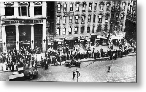 1930 Metal Print featuring the photograph New York: Bank Run, 1930 by Granger