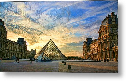 France Metal Print featuring the photograph The Louvre At Sunset by Chuck Kuhn
