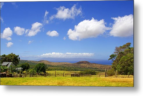 Hawaii Metal Print featuring the photograph A Home With A View by Kevin Smith