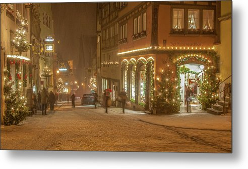Cityscape Metal Print featuring the photograph Christmas Shopping by Stanley Jayne