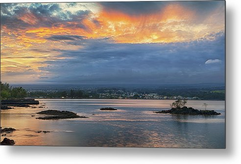 Hilo Metal Print featuring the photograph Sunset Over Hilo by Susan Rissi Tregoning