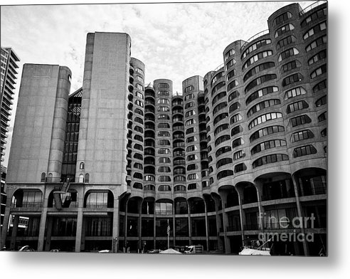 Chicago Metal Print featuring the photograph River City Building Chicago Illinois United States Of America by Joe Fox
