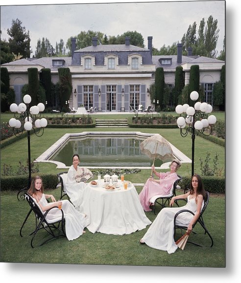 People Metal Print featuring the photograph The Romanones by Slim Aarons