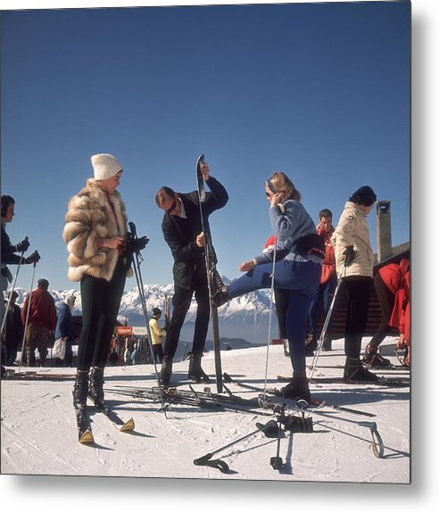 Skiing Metal Print featuring the photograph Verbier Skiers by Slim Aarons