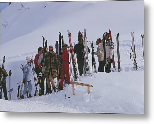 Gstaad Metal Print featuring the photograph Skiers At Gstaad by Slim Aarons