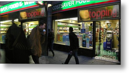 London Metal Print featuring the photograph Stopping by Ze DaLuz