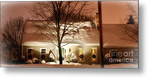 Winter Metal Print featuring the photograph A White House by Frank Garciarubio