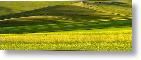 Tranquility Metal Print featuring the photograph Painting a day by Edoardogobattoni.net