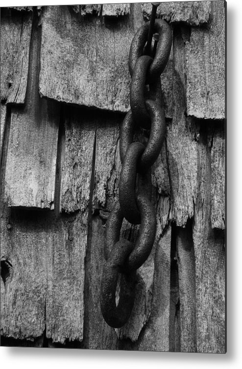 Black And White Metal Print featuring the photograph Links To The Past by Tingy Wende