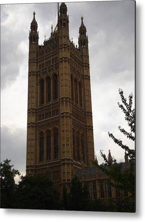 London Metal Print featuring the photograph London One by Kimberly Hill