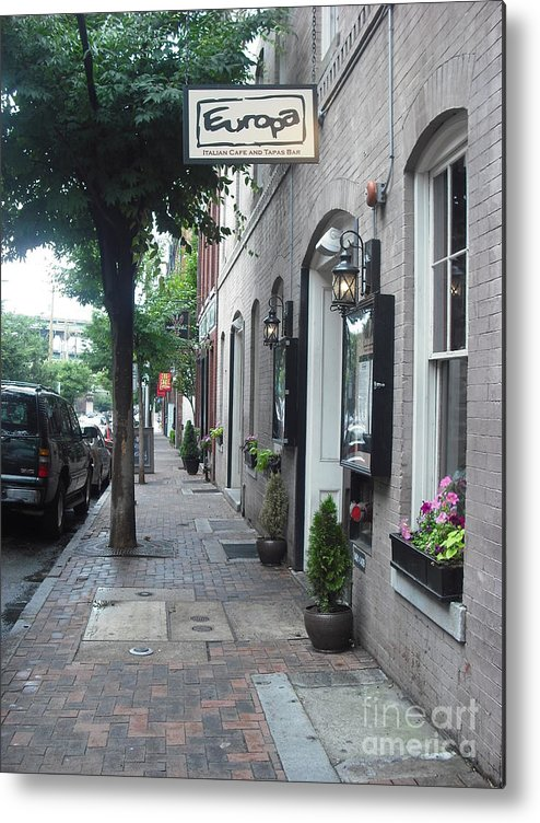 Richmond Metal Print featuring the photograph Yummy Lil Spot In Shockoe Slip by Karen C
