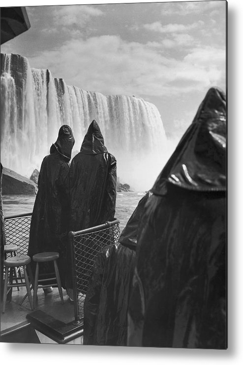 1937 Metal Print featuring the photograph Honeymooners At Niagara Falls by Underwood Archives