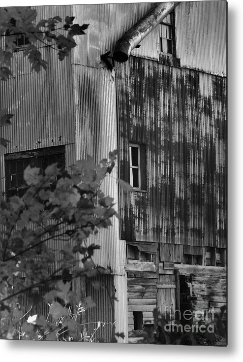 Old Mill Metal Print featuring the photograph Hearns Feed Mill by Tamera James