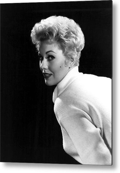 Beauty Mark Metal Print featuring the photograph Kim Novak, 1955 by Everett